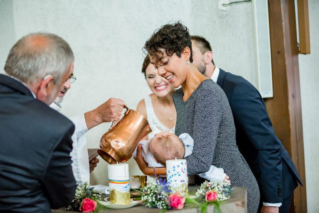 Hochzeitsshooting, Hochzeitsfotografie, Paarshooting, Hochzeitsfotograf Stuttgart, Hochzeitsfotograf Ludwigsburg, Hochzeitsfotograf Filderstadt, Hochzeitsreportage, Traufe, Hochzeit mit Taufe, Hochzeitsreportage, kirchliche Trauung, kirchliche Hochzeit